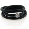 Billede af Memories by Pind armbånd sort lammeskind 3 rk. m. sølv marguerit charm, hvid emalje 57 cm
