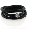 Billede af Memories by Pind armbånd sort lammeskind 3 rk. m. sølv marguerit charm, hvid emalje