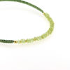 Billede af By Pind Colorful knyttet armbånd vissengrøn,med peridot sten og sølvfg